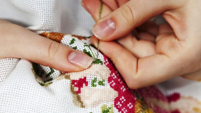 Как зарабатывать на вышивке: какие работы пользуются спросом, где искать клиентов и сколько можно заработать