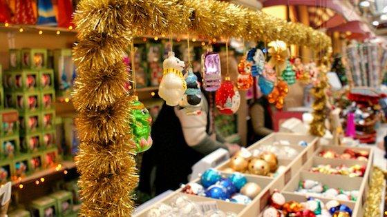 Открытие точки по продаже елочных игрушек